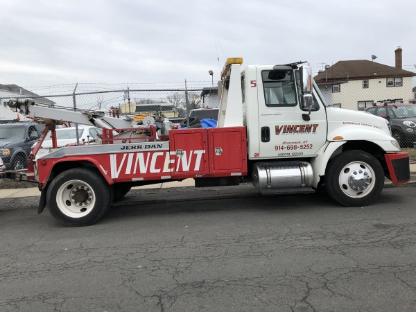 2006 International 4300 12-Ton Wrecker